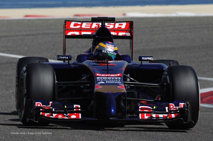 Toro Rosso 2014 STR9 Daniil Kvyat Bahrain