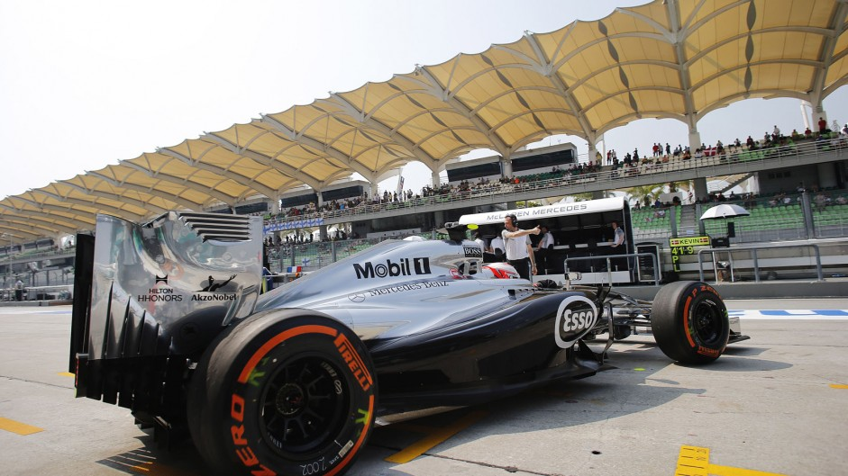 Magnussen and Bianchi receive penalty points