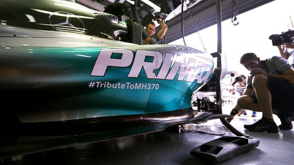 Hamilton dedicates win to victims of MH370 crash