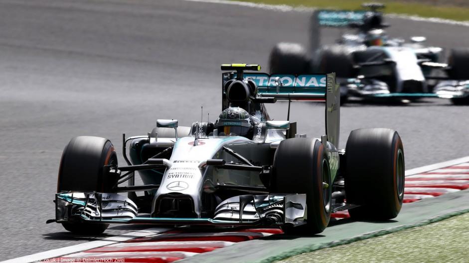 Rosberg beats Hamilton to pole position at Suzuka
