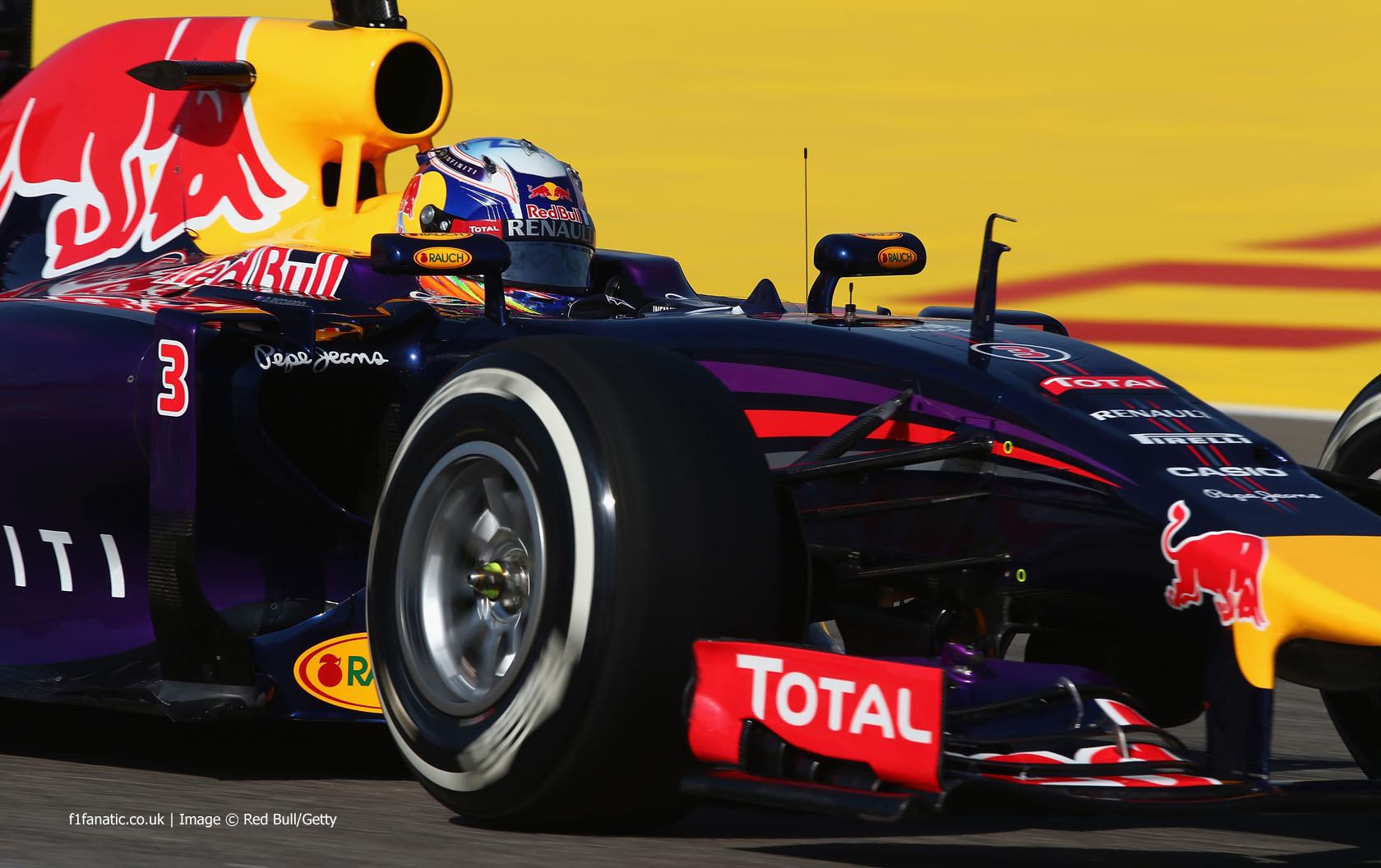 Daniel Ricciardo, Red Bull, Bahrain International Circuit, 2014