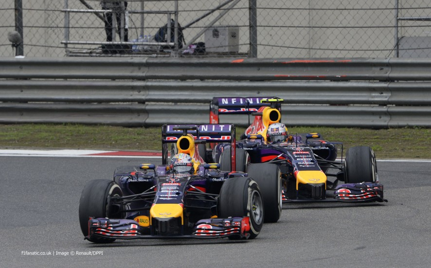 Sebastian Vettel, Daniel Ricciardo, Red Bull, Shanghai International Circuit, 2014