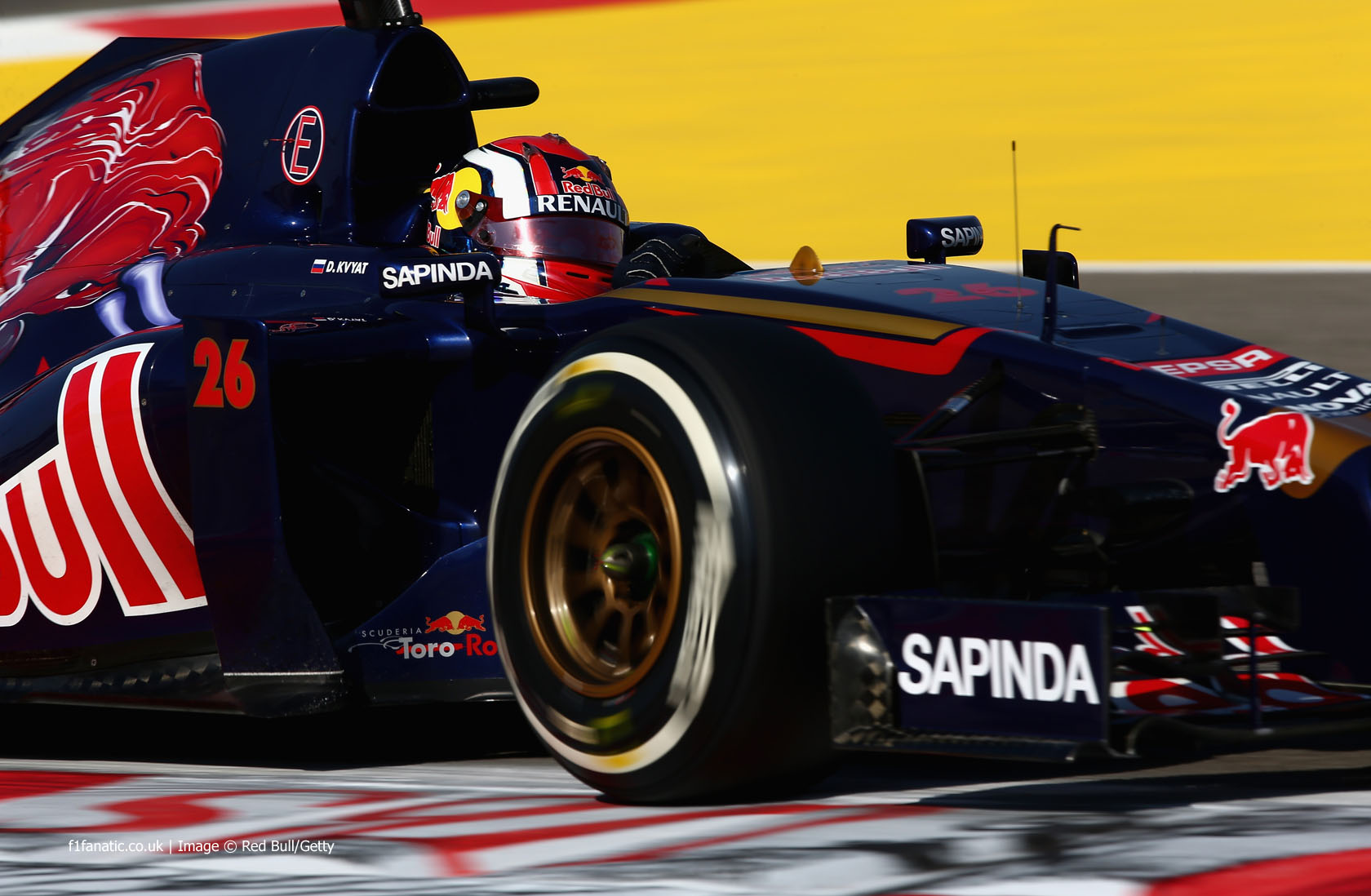 Daniil Kvyat, Toro Rosso, Bahrain International Circuit, 2014