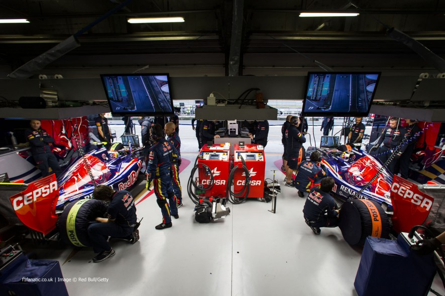 Daniil Kvyat, Jean-Eric Vergne, Toro Rosso, Shanghai International Circuit, 2014