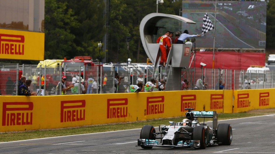 Hamilton denies Rosberg again to take his points lead