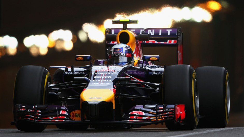 Mercedes 'not blowing everyone away' – Ricciardo
