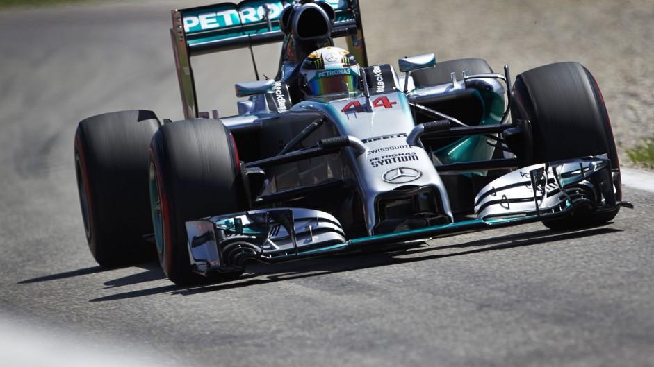 Mercedes explain cause of Hamilton's brake failure