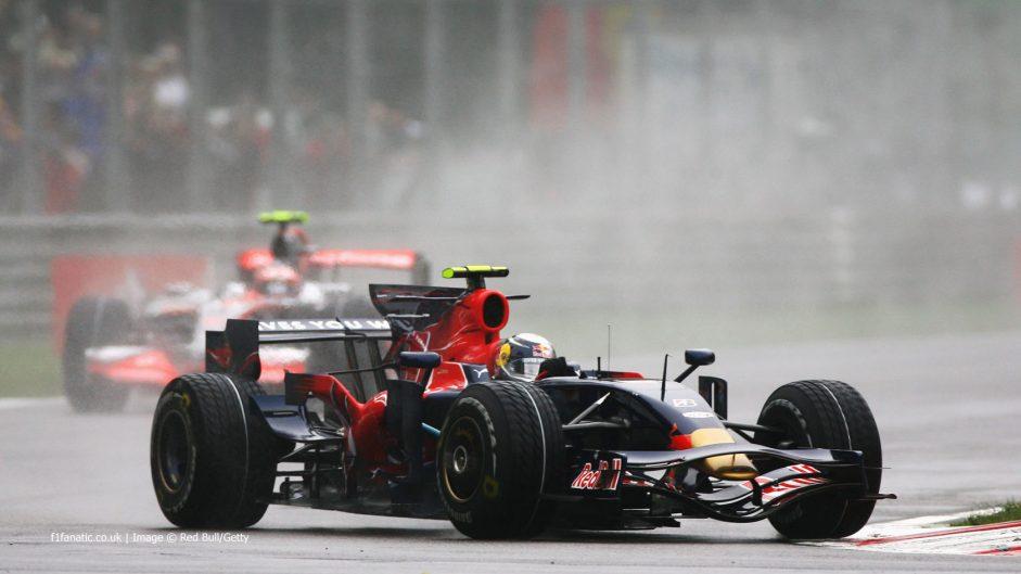 Sebastian Vettel brushes title rivals aside to win