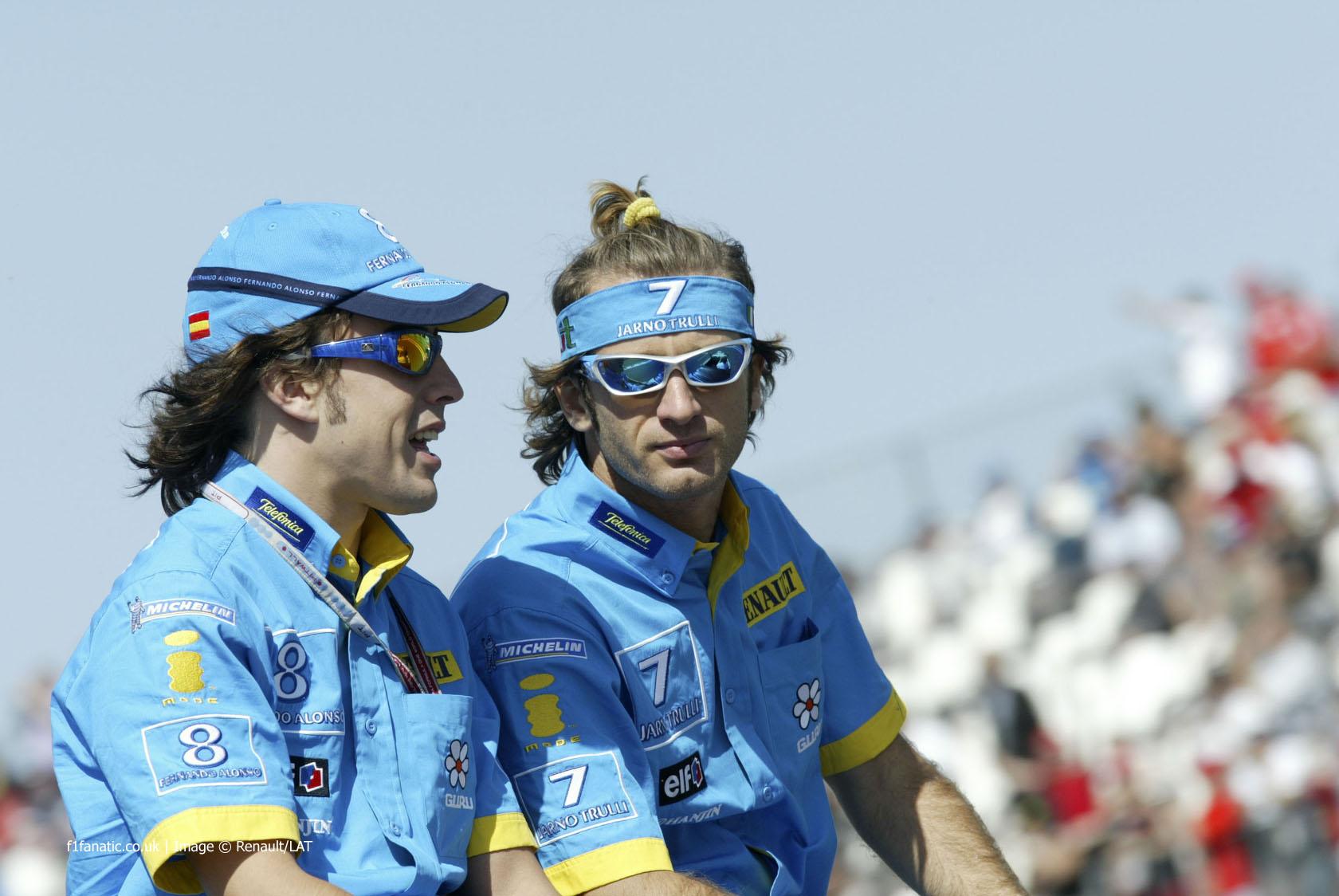 Fernando Alonso, Jarno Trulli, Renault, 2004