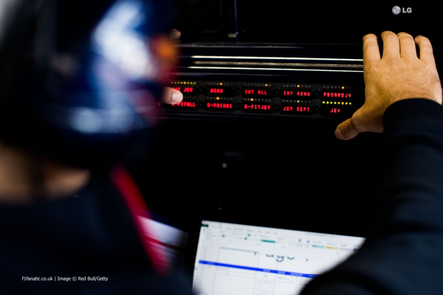 Toro Rosso radio buttons, Monza, 2014