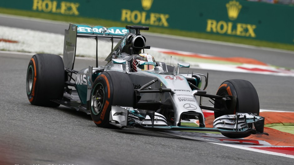 Hamilton quickest as gearbox glitch hits Rosberg