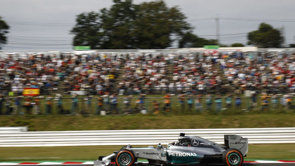 Hamilton quickest after Ricciardo and Kobayashi crash