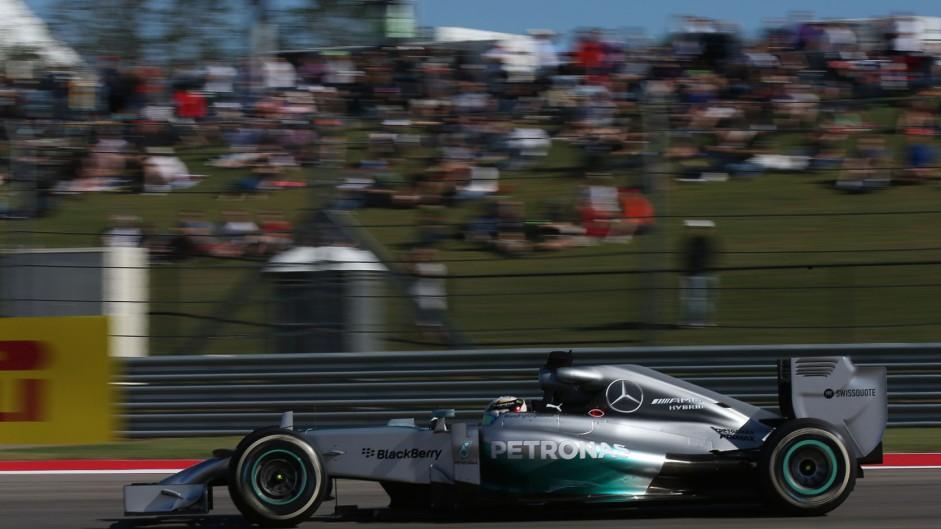 Hamilton ahead again as brake trouble delays Rosberg