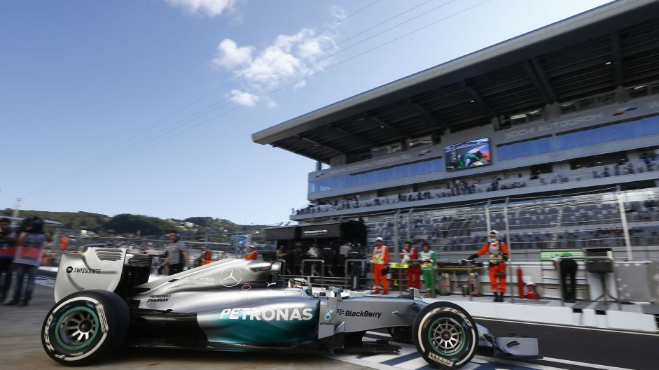 Hamilton well ahead in second practice