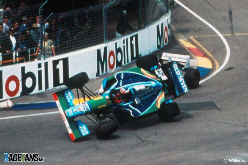 Michael Schumacher collides with Damon Hill, Adelaide, 1994