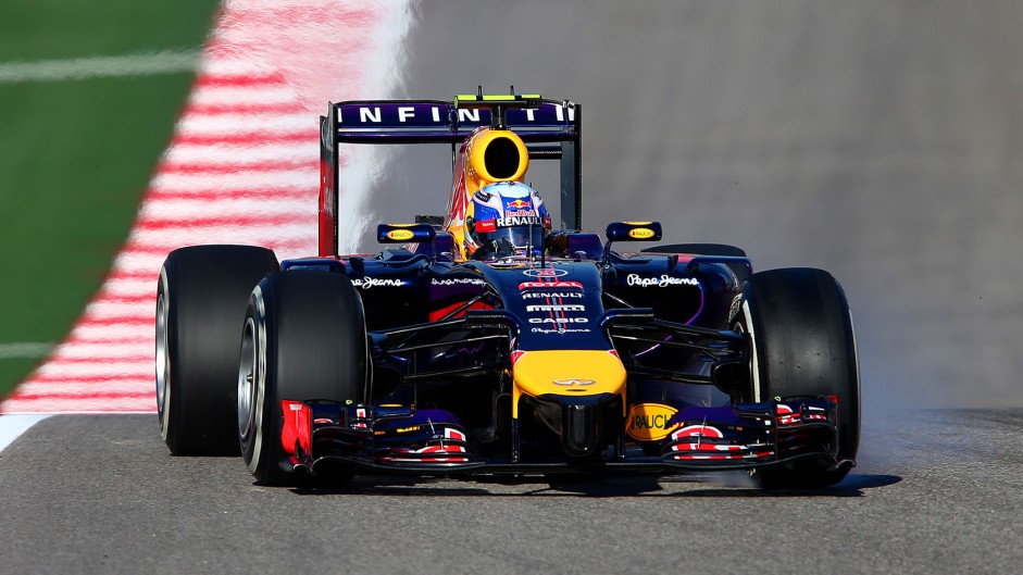 Ricciardo recovers for podium after poor start
