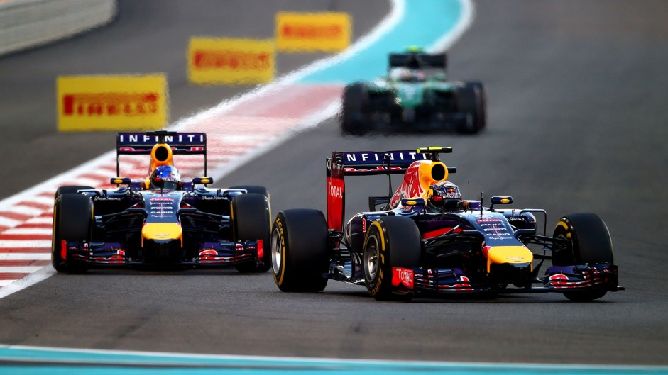 Ricciardo beats Vettel in Red Bull's fight from the pits