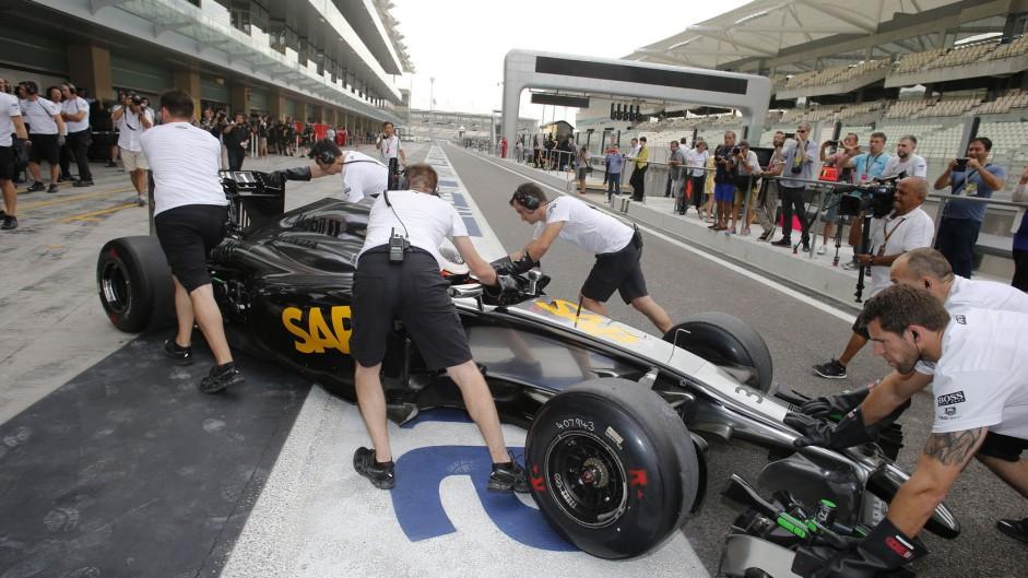 Stoffel Vandoorne, McLaren-Honda MP4-29H/1X1, Yas Marina, 2014