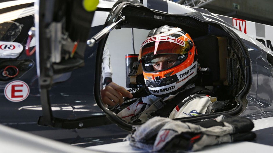 Hulkenberg tests Porsche 919 at Aragon