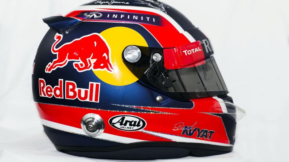 Daniil Kvyat 2015 helmet