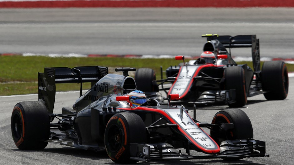 McLaren drivers wary of low Shanghai temperatures