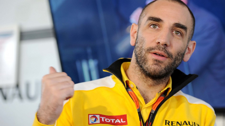 Renault want 'charismatic' driver to lead team