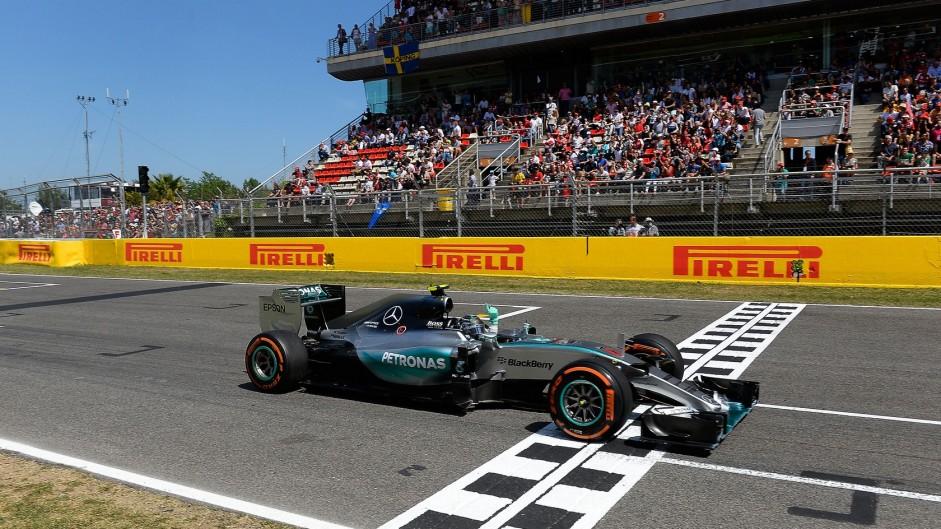 Dominant win puts Rosberg in title hunt