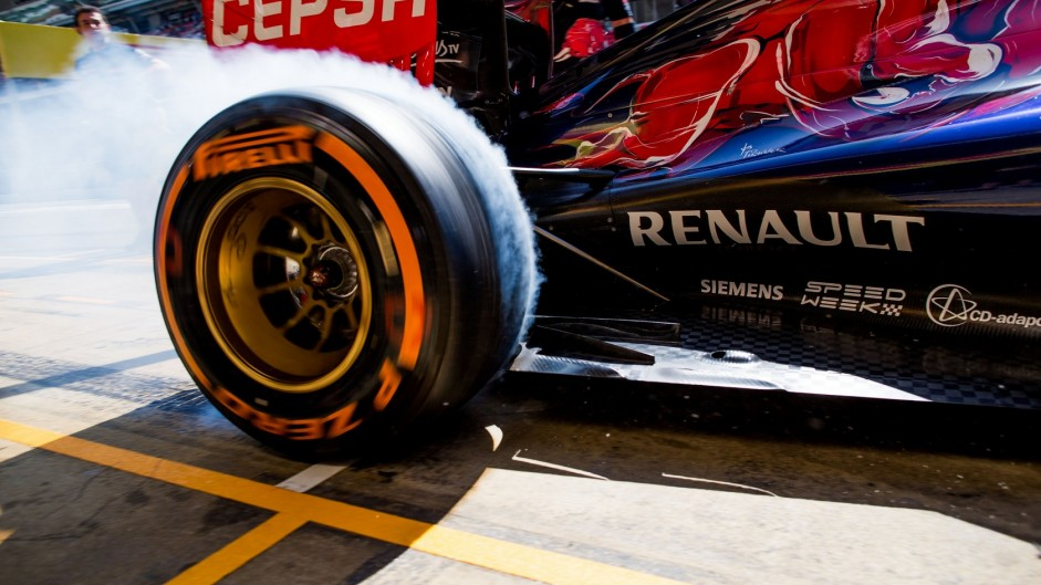 "Ecclestone supports drivers' call for ""maximum-attack tyres"""