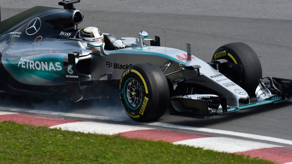 Hamilton resists Rosberg for Canada win