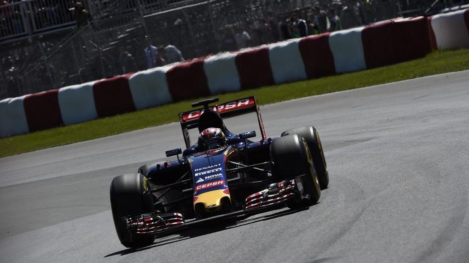 Verstappen to serve ten-second time penalty in race