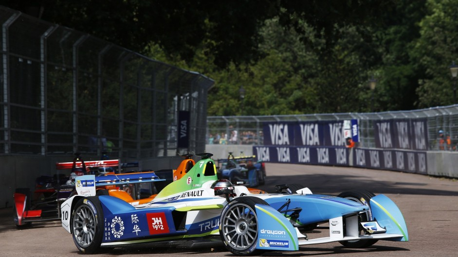 """Pretty slow"" Formula E doesn't appeal to Raikkonen"