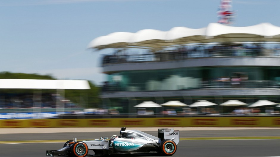 Hamilton leads gearbox-troubled Rosberg