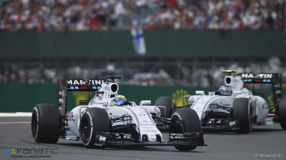 Williams hold third despite pit stop problems