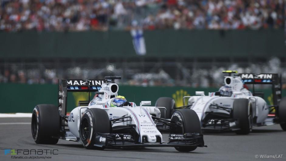 Williams hold third despite pit stop problems