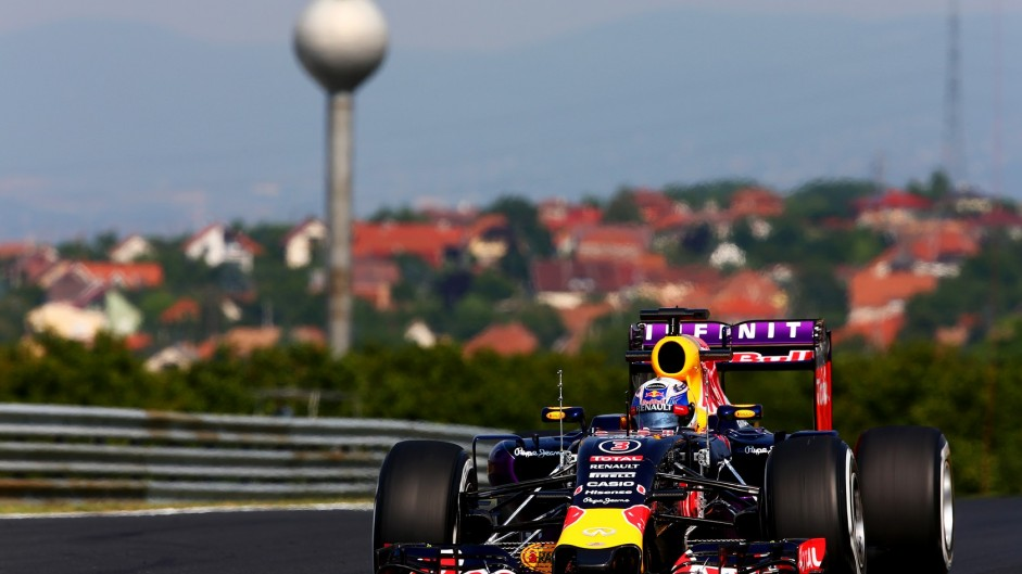 Red Bull face wait until Russia for Renault upgrade