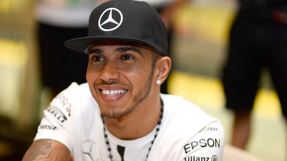 "Hamilton wants closer, more ""natural"" racing instead of DRS"
