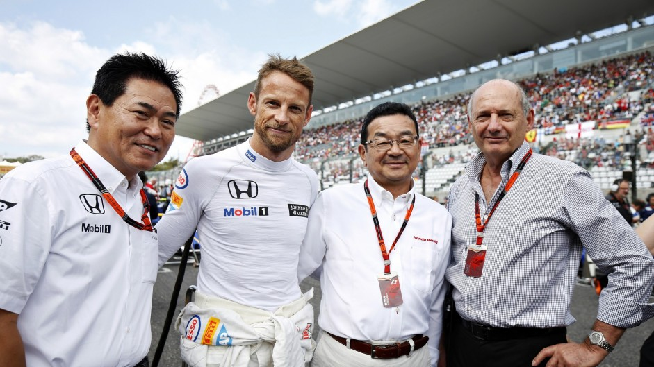 McLaren keep Button on board for 2016