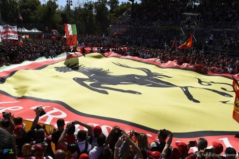 Ferrari fans, Monza, 2015