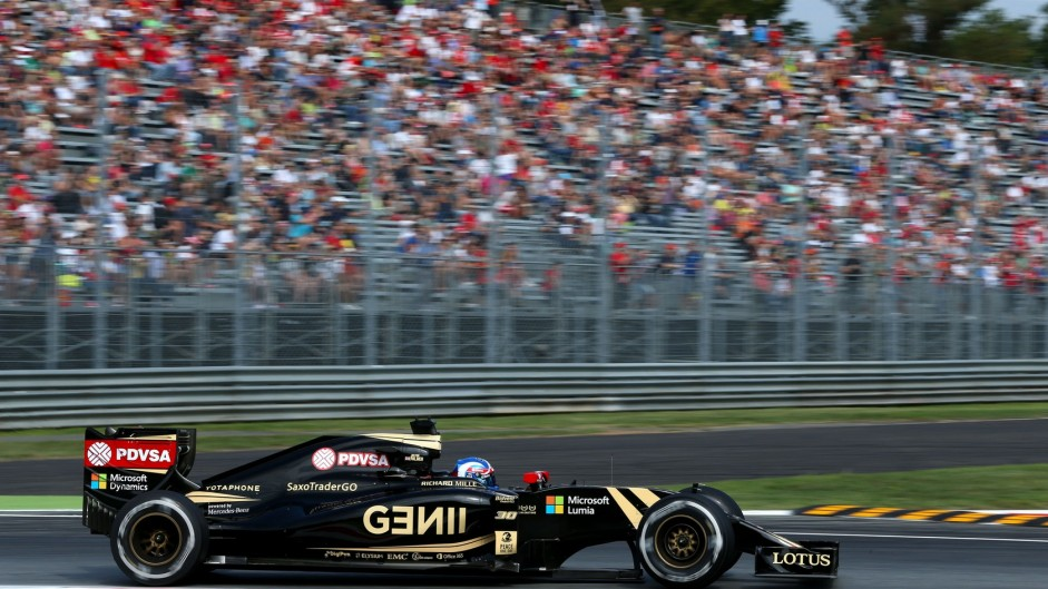 Lotus 'has funds to complete the season'