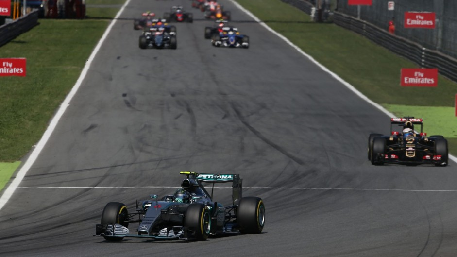 Mercedes restore their pace advantage in the race