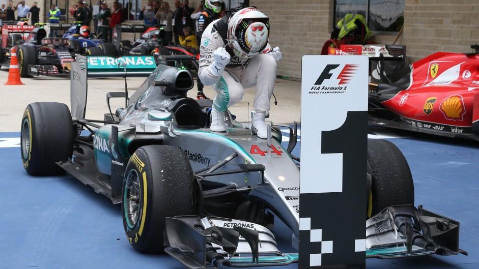 Hard-fighting Hamilton pounces on Rosberg error to seal third title