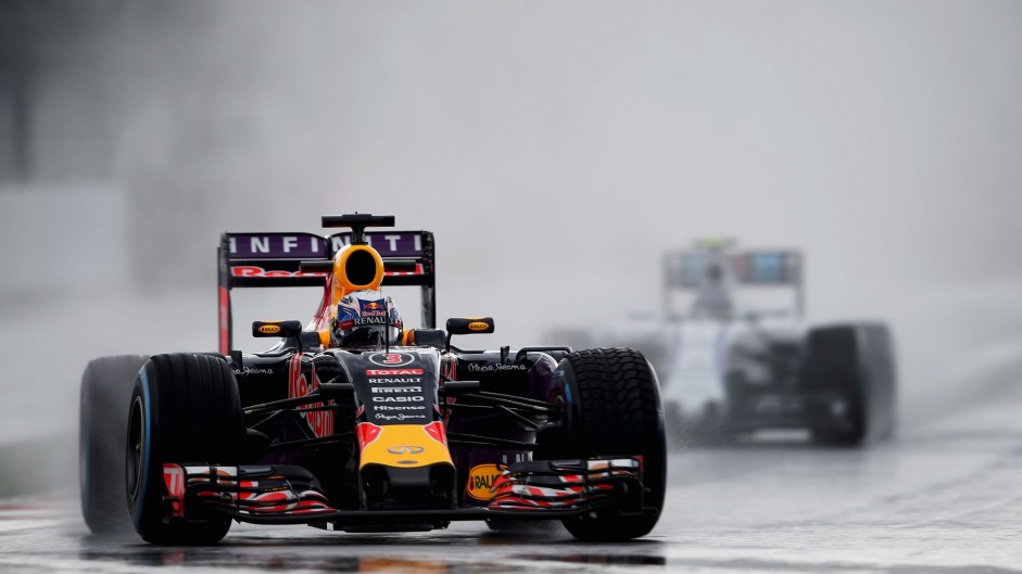 Just eight drivers set times in rain-hit practice