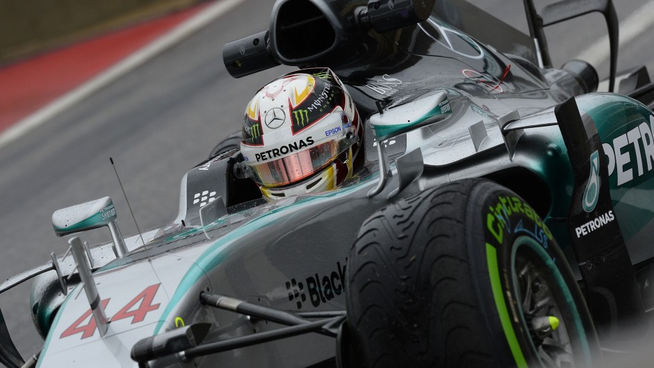 Hamilton cleans up after Rosberg slips up