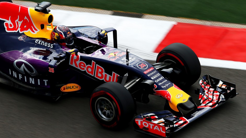 "Sainz's crash was ""scary"" – Kvyat"