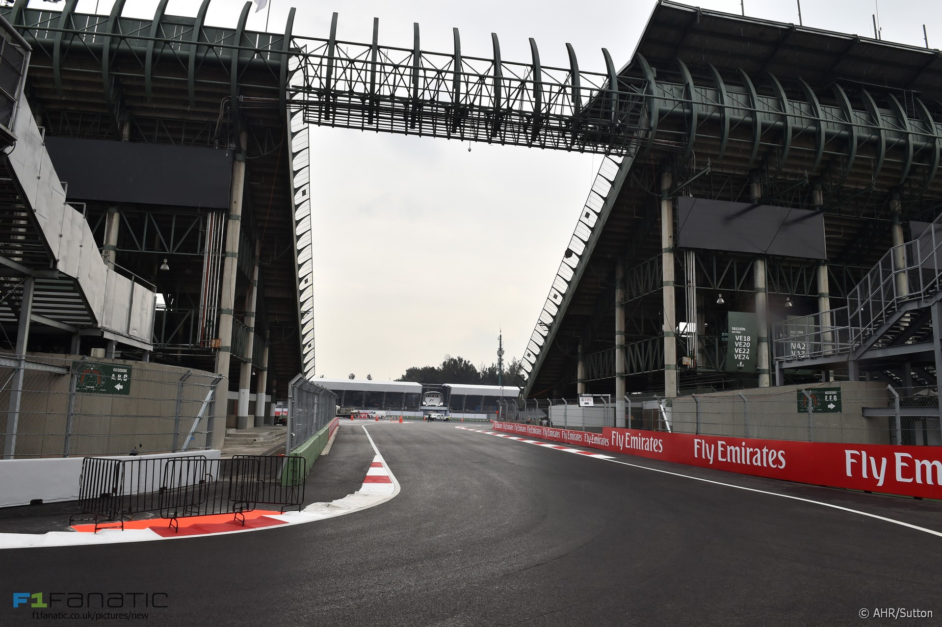 Don 39 t judge mexico on new track 39 s first race alonso f1 for Puerta 2 autodromo hermanos rodriguez