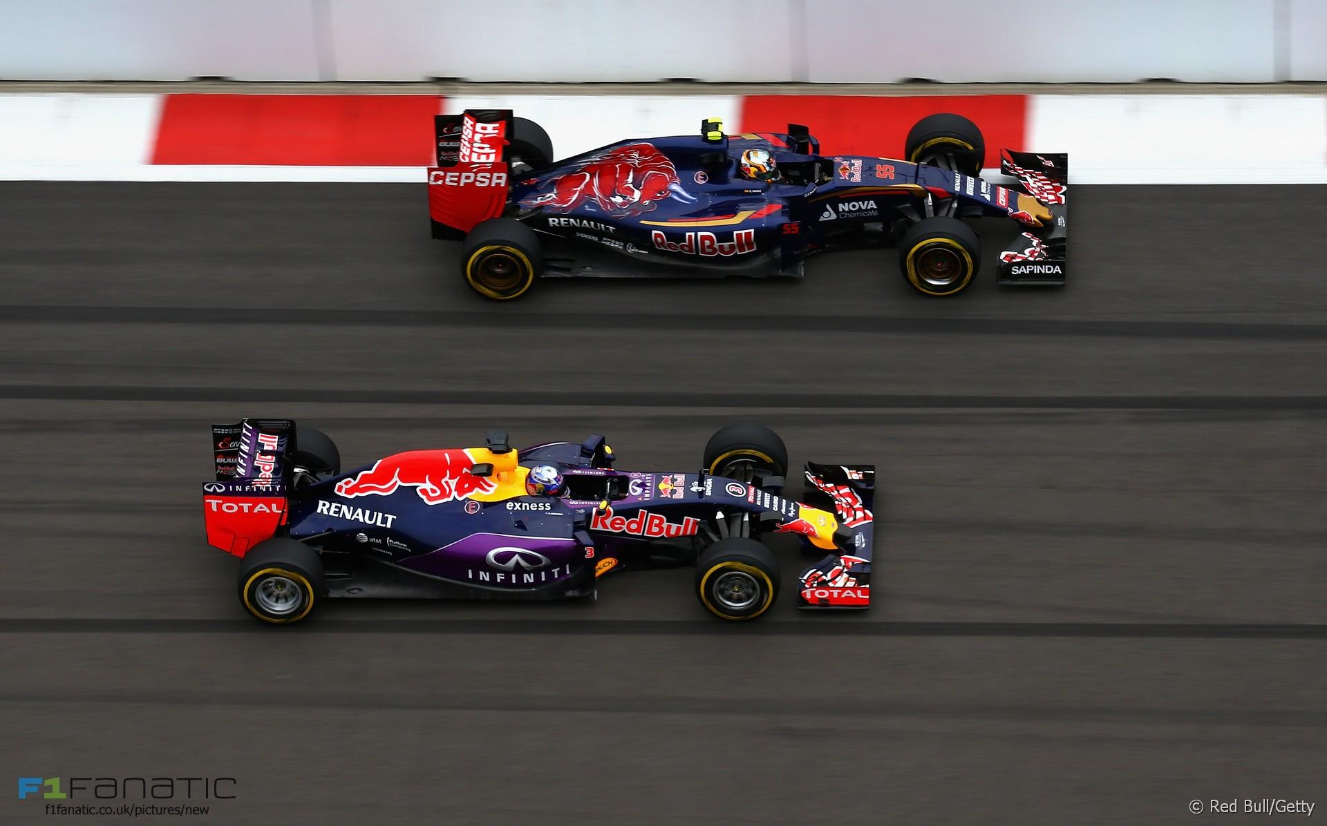 Daniel Ricciardo, Carlos Sainz Jnr, Sochi Autodrom, 2015