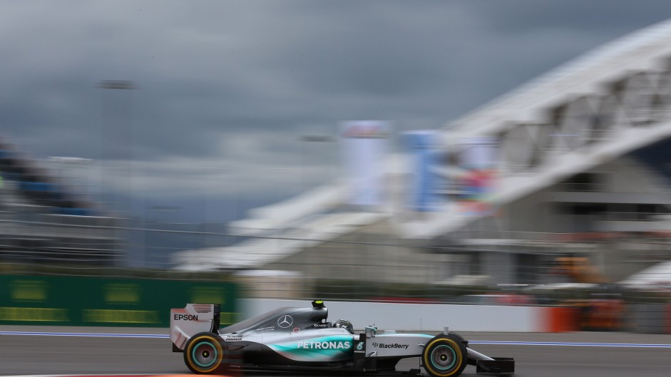 Rosberg quickest after crash halts final practice