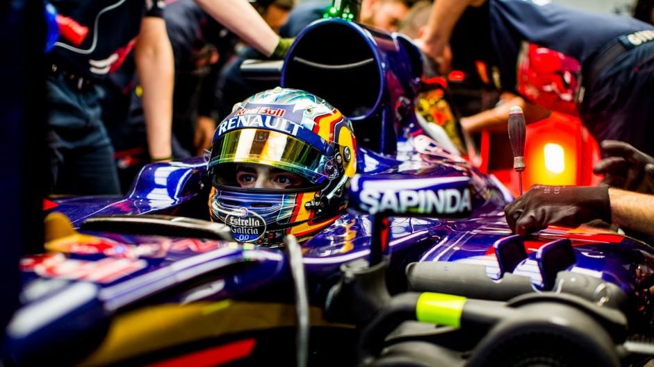 Practice abandoned after Sainz crash