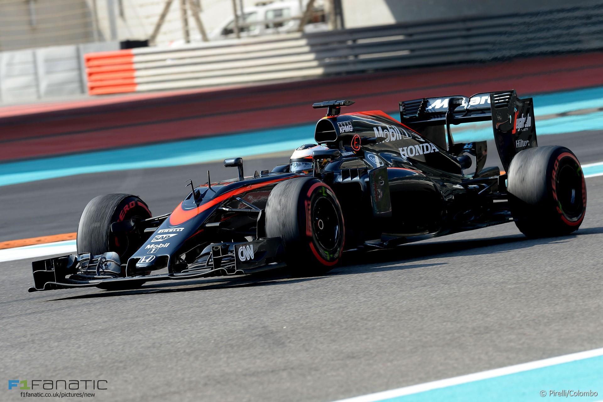Stoffel Vandoorne, McLaren, Yas Marina, 2015