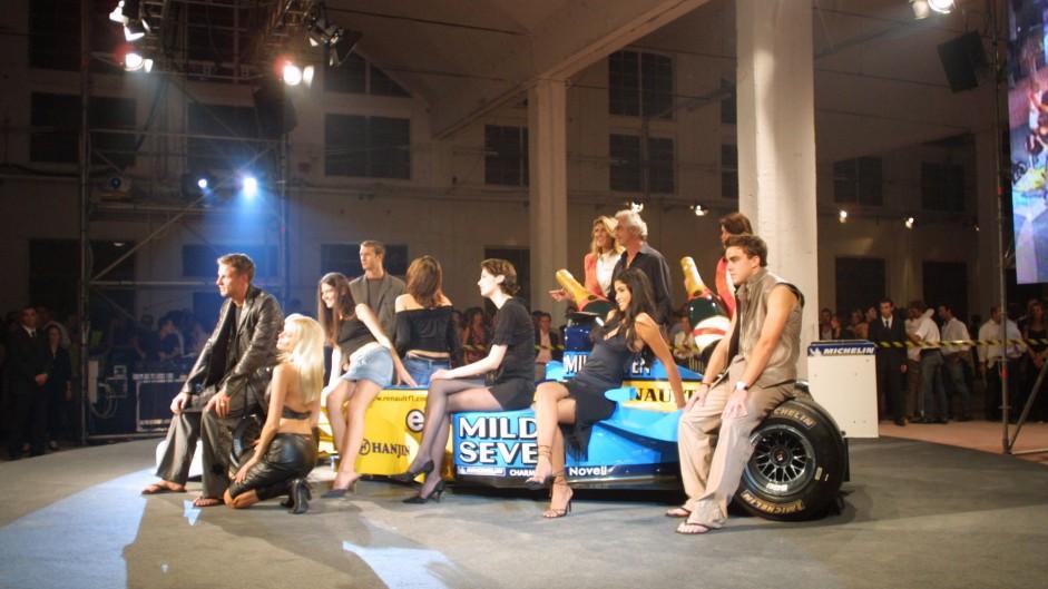 Jenson Button, Jarno Trulli, Flavio Briatore, Fernando Alonso, Renault launch 2002